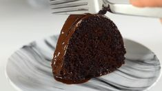 """Ξεχάστε ότι ξέρετε. Εδώ είναι η καλύτερη συνταγή για υγρό κέικ σοκολάτας. Νόστιμη συνταγή μαγειρικής από """"Semirayın Lezzet Gemisi Ergün"""" Υλικά 4 αυγά 1,2 ποτήρια νερού ζάχαρη 1 βανίλια 200 γρ. γιαούρτι 200 ml λάδι 3 κουταλιές σούπας κακάο 1 φακελάκι μπέικιν πάουντερ 2 Pudding, Cooking, Desserts, Recipes, Greek, Foods, Cakes, Kitchen, Tailgate Desserts"""