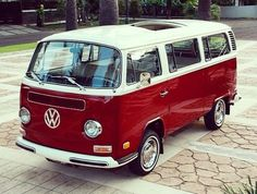 The most beautiful baywindow bus I ever seen! Vw T2 Camper, Vw Bus T2, Volkswagen Bus, Vw T1, Vw Cars, Audi Cars, Kombi Hippie, Combi T2, Go Kart Plans