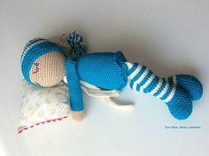 Con hilos, lanas y botones: Bebé dormilón amigurumi Lana, Color, Crafts, Stuff Stuff, Hand Weaving, Manualidades, Amigurumi Patterns, How To Make, Crocheting