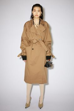 Find the best minimalist winter coat for you so you can stay warm and chic through the winter.