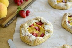 Mini strawberry peach galette - Mini galette de melocotón y fresas