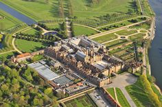 Aerial view of Hampton Court, Richmond upon Thames, Surrey Monuments, Die Hamptons, Richmond Upon Thames, English Country Cottages, Palace Garden, Hampton Court, Hampton Palace, Le Palais, England And Scotland