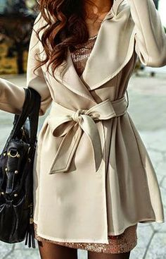 Fashionable Cosy Beige Long Coat with Black Handbag