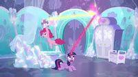 Twilight intercepts Flurry Heart's magic again S6E1.png (1,009 KB)