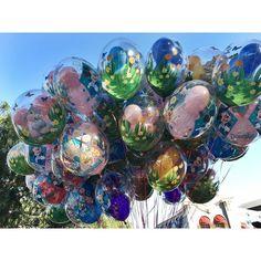 #disneyballoons #disneyland #disneyland60 #disneyparks #disneylandresort #disneyland60th #mainstreetusa #dlr #disneygram #anaheim #disney #happiestplaceonearth #2016 #mousewait #balloons #spring by amy_wolff