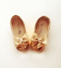 Toddler Girl Shoes Baby Shoes Infant Shoes Soft Sole Shoes Wedding Shoes Flower Girl Shoes Gold Shoes Cream Shoes Slip Ons Flats-Golden Bow