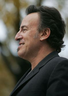 Bruce Springsteen Photos - Musician Bruce Springsteen attends a rally for Democratic presidential candidate U.S. Senator John Kerry (D-MA) on the steps of the State Capitol October 28, 2004 in Madison, Wisconsin. With just under one week left before Election Day, Kerry continues to campaign in swing states. - Celebrities Campaign For Kerry/Edwards 2004
