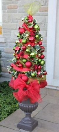 bb posted Christmas - Southern look, Tomato Cage Christmas Tree: Tutorial on Site to their -christmas xmas ideas- postboard via the Juxtapost bookmarklet.