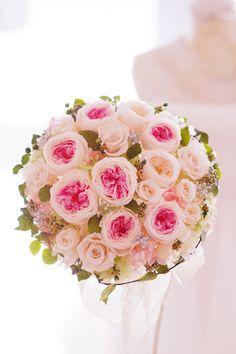 アイビーも花も全てプリザーブドフラワーで制作しているウェディングブーケです。ナチュラル感を大事に制作しています。