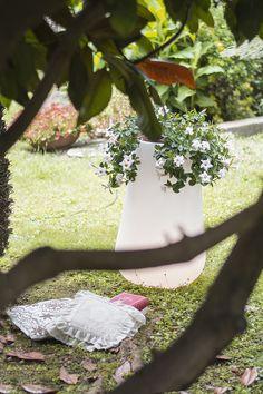 Boteri - #outdoorlamps #vase #LED #garden #white