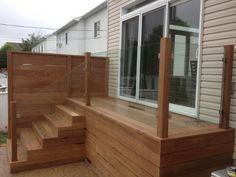 Deck area ideas enclosed with glass. Small Backyard Decks, Backyard Plan, Decks And Porches, Wood Deck Railing, Glass Railing, Deck Stairs, Patio Steps, New Patio Ideas, Garden Ideas