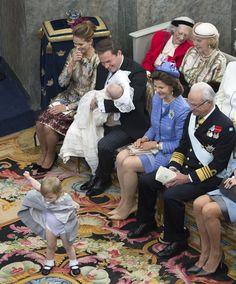 Prinzessin Leonore + Prinzessin Estelle: Prinzessin Leonore wagt eine kleine Tanzeinlage und zeigt nicht nur viel Bein ...