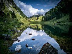 Talalpsee klingt so schön nach Bergsee. Und der Aufstieg hat es in der Tat in sich... Der Abstieg allerdings geht erstaunlicherweise per Trottinett. Day Trips, Switzerland, Adventure Travel, Places To Travel, The Good Place, Waterfall, Scenery, To Go, Hiking