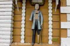 Sartenada-- historic_wooden_poor_man_statue_in_kuortane