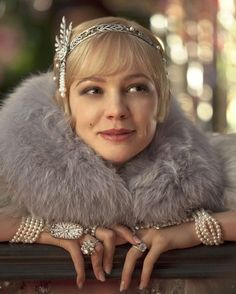 Carey Mulligan decked out in Tiffany & Co. diamonds as Daisy in The Great Gatsby movie. The Great Gatsby, Great Gatsby glam, Thomas Laine, jewelry, vintage jewelry style. Great Gatsby Makeup, Great Gatsby Party, Great Gatsby Outfits, The Great Gatsby 2013, Great Gatsby Fashion, 1920s Makeup Gatsby, 20s Party, Roaring 20s Fashion, Twenties Party