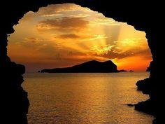 Ibiza Sunset, Spain. La otra cara de Ibiza, playas de Ibiza, rincones de Ibiza, paisajes de Ibiza, Cala Conta Ibiza, Ibiza isla blanca, sitios que visitar en Ibiza, Ibiza beaches, Ibiza white island, places to go in Ibiza