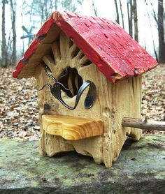 ♫. Bird House - awesome idea - fork for predatory protection