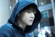 151025 - Kim Taehyung looking all sad in a hoodie makes me feel sad too