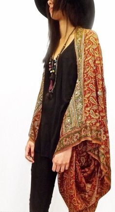 Moda Hippie Accessories Bohemian Ideas For 2020 Hippie Style, Kimonos Fashion, Dress Fashion, Fashion Shoes, Kimono Diy, Boho Kimono, Kimono Style, Silk Kimono, Mode Style