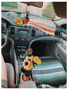 Hippie Auto, Kombi Hippie, Hippie Car, Car Interior Accessories, Car Interior Decor, Cute Car Accessories, Vehicle Accessories, Interior Ideas, Car Interior Design