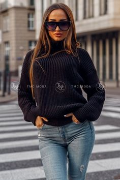 Dámsky pletený oversize sveter s rolákom v morskej modrej farbe. Striped Cardigan, Celtic Knot, Anthropologie, Turtle Neck, This Or That Questions, Knitting, Sweaters, Profile, Shopping