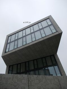 The view of the top of the hotel. Das Stue is hosted in the former Danish legation in Berlin, a building included in the category of the historical patrimony. Thus, there were several limitations during the construction and the architects needed to be as creative as possible to create enough space. The result: each of the 80 rooms of the hotel has a special shape and design. The hotel does not have parking spaces, but it is possible to use some special parking lots on the street.