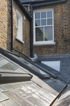 Hire interior designers and builders London for loft conversions and house extensions, such as side return kitchen extensions for Victorian terraced houses. Get an instant online quote and see how you can benefit from a side return extension. Side Return Extension, Rear Extension, Extension Ideas, Glass Roof Extension, Victoria Terrace, House Extensions, Kitchen Extensions, Roof Light, Victorian Homes