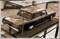 ЗИЛ-117 Советский легковой автомобиль высшего класса с кузовом седан. Преемник – ЗИЛ-41041 (1986-2000). ЗИЛ-117 был создан в 1971 году на базе правительственного лимузина ЗИЛ-114 и имел такие же строгие и гармоничные формы.
