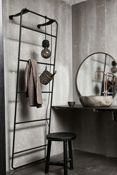 Ladder in black iron and leather from MUUBS. This ladder has a simple design. It is perfect for the bathroom to hang towels on. Small Bathroom Paint, Diy Bathroom Vanity, Towel Rack Bathroom, Bathroom Wall Decor, Bathroom Pictures, Towel Racks, Bathroom Ideas, Bathroom Storage Ladder, Bathroom Shelves