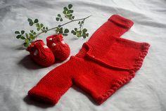 Chaqueta roja con sandalias a juego