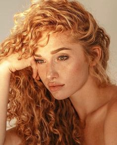 32 hair styling suggestions for curly red hair What do you say we take a look at our special hairstyle suggestions? Everyone is fascinated by natural red hair, and when you add . Portrait Inspiration, Hair Inspiration, Natural Red Hair, Face Photography, People Photography, Redhead Girl, Beautiful Redhead, Beautiful Red Hair, Beautiful Women