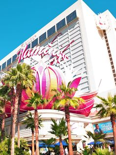 Handy guide to 20 things to see in Las Vegas during the day. With all the info you will need for your next Las Vegas weekend! During The Day, Before Sunset, More Fun, Travel Inspiration, Las Vegas, Things To Do, Beautiful Places, Travel Photography, Fair Grounds