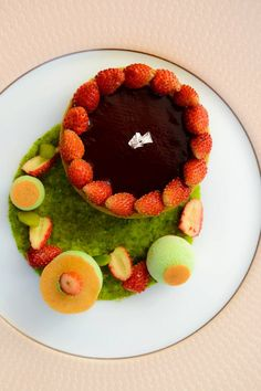 claire heitzler Baking And Pastry, Plated Desserts, Food Presentation, Pastries, Claire, Raspberry, Fruit, Breakfast, Sweet