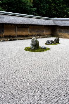 Ryoan-ji (The Temple of the Dragon at Peace) is a Zen temple located in northwest Kyoto, Japan. Japanese Rock Garden, Zen Rock Garden, Japanese Temple, Dry Garden, Japanese Gardens, Japan Architecture, Landscape Architecture, Temples, Ryoanji