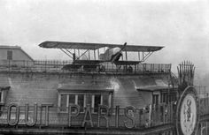 1932: Aviation school on the roof of the Galeries Lafayette