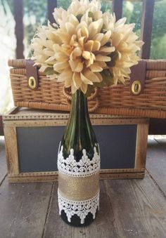See beautiful examples of bottles and jars decorated with lace in different combinations of materials and styles. Wine Bottle Glasses, Wine Bottle Art, Diy Bottle, Bottle Vase, Wine Bottle Crafts, Bottles And Jars, Jar Crafts, Diy And Crafts, Recycled Glass Bottles
