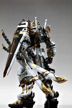 GUNDAM GUY: PG 1/60 MBF-P02 Gundam Astray [Gold Frame] - Customized Build