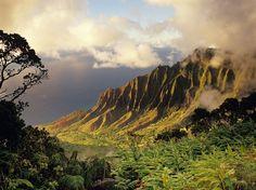 KAUAI Scenery: 98.5 Friendliness: 93.2 Atmosphere: 96.0 Restaurants: 81.3 Lodging: 89.0 Activities: 93.5 Beaches: 92.5
