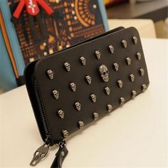 Metal Skull Wallet made of high quality PU leather, after processing the oil side edges of the bag. The pouch does not scratch hands, smooth zippers. Superior quality and classic fashion design comes with an exquisite package, the best gift for g. Wristlet Wallet, Card Wallet, Metal Skull, Wholesale Bags, Unisex, Leather Purses, Pu Leather, Leather Wallets, Black Leather