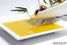 Aceite de oliva virgen extra: foto conceptual de la extracción del aceite a partir de aceitunas