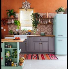 21 Ideen für böhmische Küche – Zimmerdekoration 21 ideas for Bohemian cuisine The Bohemian decor came from Central Eastern Europe and was used frequently by nomads and artists. It's a fusion of styles and misc … KITCHEN Home Design, Interior Design, Design Ideas, Cv Design, Interior Modern, Minimalist Interior, Minimalist Decor, Interior Ideas, Sweet Home