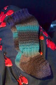 elonroihua: Kantoliinasukat - päivitetty ohje Fingerless Gloves, Arm Warmers, Fashion, Bakken, Fingerless Mittens, Moda, Fingerless Mitts, Cuffs, Fashion Styles