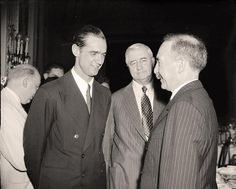 Howard Hughes (left) speaks with Jesse Jones and Rene St. Quentin at the National Press Club on July Hughes was a hero at the time, having just broken the speed record for an around-the-world flight. American Life, American History, Business Magnate, Rich Boy, Howard Hughes, Interesting History, Old Pictures, In Hollywood, Black And White