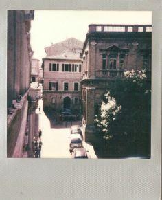 """Macerata, Polaroid. 2° riscatto urbano di Mattia Orsili. Saranno conteggiati i """"mi piace"""" al seguente post: https://www.facebook.com/photo.php?fbid=1006107056088657&set=o.170517139668080&type=3&theater"""
