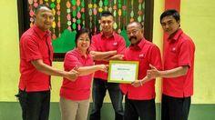 TODAY'S NEWS!  Hari ini IMFI turut berpartisipasi memberikan bantuan kepada para masyarakat yang menjadi korban banjir bandang yang terjadi di Garut beberapa waktu lalu.  Diwakili oleh Kepala Cabang IMFI Garut, Bp. Edi Purnomo, IMFI menyerahkan bantuan secara simbolis kepada pihak sukarelawan yang melayani di posko penampungan.  #Garut #Indomobil #IndomobilFinance #IMFI #Indonesia #September #2016 #corporatesocialresponsibility #CSR