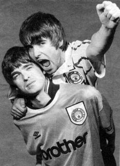 Noel & Liam Gallagher of Oasis Noel Gallagher Young, Liam Gallagher Oasis, Manchester City, Rock N Roll, Football Music, Football Shirts, Oasis Band, Liam And Noel, Britpop