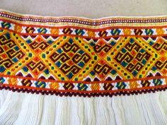 Výšivka cez riasy zo sukne rubáča. Zliechov (okr. Ilava). - Slovakia. - Embroidery over gathered fabric of a folk costume. (Zliechov, Slovakia)