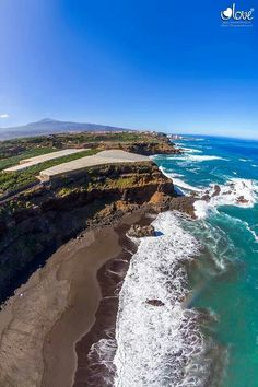 Playa El Bollullo, La Orotava, Tenerife, Islas Canarias Places Around The World, Travel Around The World, Around The Worlds, Station Balnéaire, Water Pictures, Beautiful Places To Travel, Parc National, World Pictures, World Cities