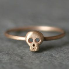 skull ring - more → http://myclothingwebsitesforwomen.blogspot.com/2012/02/skull-ring.html