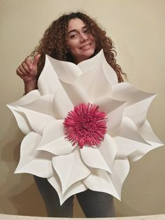 Paper Flowers Diy, Big Flowers, Diwali Decorations, Flower Decorations, Paper Flower Templates Pdf, Crafts To Make, Arts And Crafts, Dream Symbols, Origami And Quilling